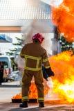 El entrenamiento del bombero bombero Imagen de archivo libre de regalías