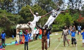 El entretenimiento y diversión Kenia de los niños de los acróbatas Imagen de archivo libre de regalías