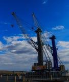 El envío cranes en el puerto de Albany NY, en Hudson River Imagen de archivo libre de regalías