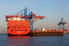 El envase cranes en el puerto de Hamburgo, Alemania Foto de archivo