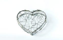 El envase de acero de la sola curva cerrada vacía en corazón le gusta forma en el fondo blanco para Valentine Event Imagen de archivo