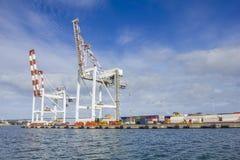 El envase grande cranes en el muelle de Swanson en el puerto de Melbourne Fotos de archivo