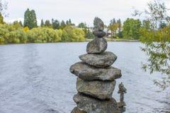 El equilibrio de las piedras Imagenes de archivo