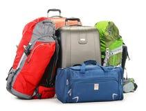 El equipaje que consiste en las maletas grandes mochila y viaje empaqueta Foto de archivo libre de regalías
