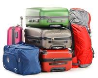 El equipaje que consiste en las maletas grandes mochila y viaje empaqueta Fotografía de archivo libre de regalías