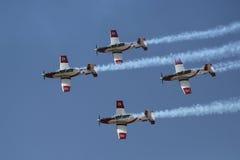 El equipo aeroacrobacia de la fuerza aérea israelí durante la celebración anual del Día de la Independencia del ` s de Israel Foto de archivo