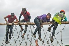El equipo asalta la pared neta en raza del extrim Tyumen Rusia Fotografía de archivo