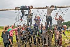 El equipo asalta la pared neta en raza del extrim Tyumen Rusia Imagen de archivo libre de regalías