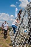 El equipo asalta la pared neta en raza del extrim Tyumen Rusia Imagen de archivo