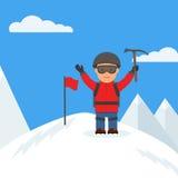 El escalador feliz alcanzó la cumbre de la montaña Fotos de archivo libres de regalías