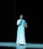 El escolar joven que lleva un preludio de la chaqueta- del mandarín de los eventos del drama-Shawan de la danza del pasado Fotografía de archivo libre de regalías