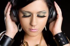 El escuchar de la música adolescente Foto de archivo