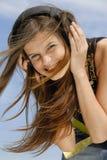 El escuchar de la muchacha, audio Foto de archivo libre de regalías