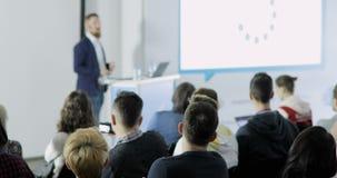 El escuchar el discurso acerca del márketing y de la gestión de la empresa comercial ventas acertadas Hable de la política
