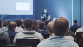El escuchar el discurso acerca del márketing y de la gestión de la compañía ventas acertadas almacen de video