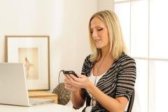 El escuchar el jugador MP3 Imagenes de archivo