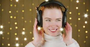 El escuchar la música almacen de video