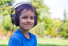 El escuchar la música Fotografía de archivo