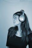 El escuchar music-4 Fotos de archivo libres de regalías