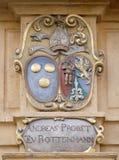 El escudo de armas de la fachada en el centro histórico de Landhaus enumeró como patrimonio mundial de la UNESCO en Graz Fotografía de archivo