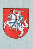 El escudo de armas del Lithuanian imprimió en la página del en Fotografía de archivo