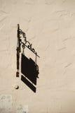 El escudo nostálgico echa la sombra imagenes de archivo
