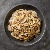 El espagueti de las pastas con Porcini prolifera rápidamente primer fotografía de archivo libre de regalías