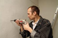 El especialista repara. Foto de archivo libre de regalías