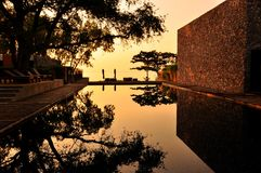El espejo de la piscina foto de archivo libre de regalías
