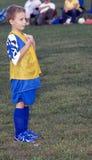 El esperar del jugador de fútbol Fotografía de archivo libre de regalías