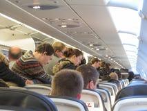 El esperar en los aviones antes de bajar Fotografía de archivo