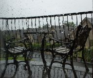 El esperar en el tiempo - verano en Irlanda imagenes de archivo