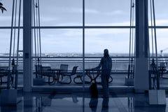 El esperar solo del viajero Fotografía de archivo libre de regalías