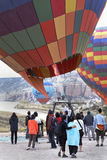 El esperar a volar en globo del aire caliente Imagen de archivo libre de regalías