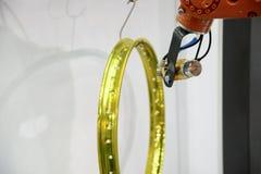 El espray del robot de pintura la pintura Fotografía de archivo libre de regalías