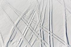 El esquí arrastra fuera de pista Foto de archivo libre de regalías