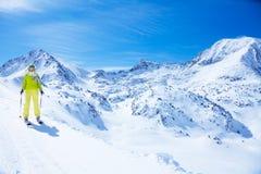 El esquí en montañas es tan hermoso Imagen de archivo libre de regalías