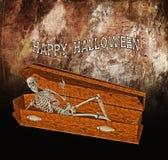 El esqueleto saluda del ataúd Imágenes de archivo libres de regalías