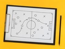 El esquema del juego estrategia táctica En la pizarra foto de archivo libre de regalías