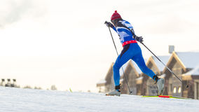El esquiador corre la carrera de las obras clásicas Fotografía de archivo libre de regalías
