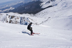 El esquiador en las montañas de Tatra Imagen de archivo