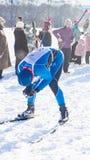 El esquiador estaba cansado después de una raza larga Imagen de archivo libre de regalías