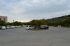 El estacionamiento del coche imagen de archivo