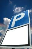 El estacionar con la muestra blanca en blanco Imagenes de archivo