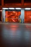 El estacionar en la noche Imagenes de archivo