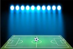 El estadio de fútbol con una bola en un campo de fútbol y el reflector con un brillo abstracto se encienden espectadores en un fú stock de ilustración