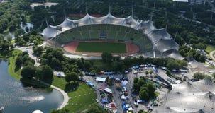 El estadio Olímpico Munich, visión aérea metrajes