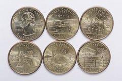 El estado de los 2001 E.E.U.U. cuartea un conjunto completo de 5 monedas usadas Están situados en la orden de su haber lanzado y  Fotografía de archivo
