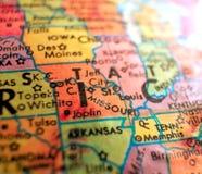 El estado de Missouri aisló el tiro macro del foco en el mapa del globo para los blogs del viaje, los medios sociales, las bander fotos de archivo