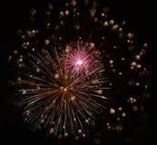 El estallar de los fuegos artificiales Imagen de archivo libre de regalías